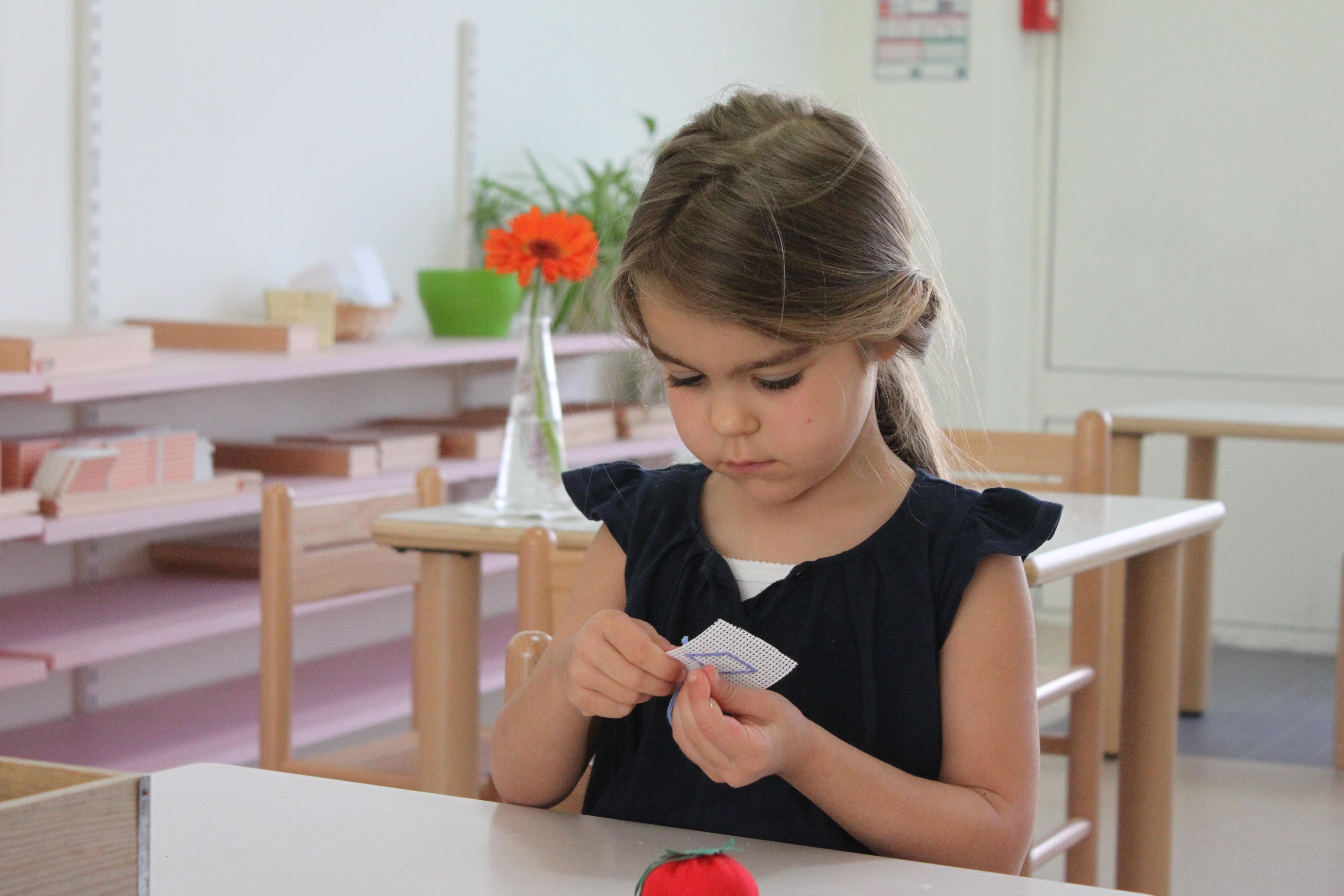enfant 3-6 ans et matériel sensoriel école internationale bilingue Paris Beautiful Minds