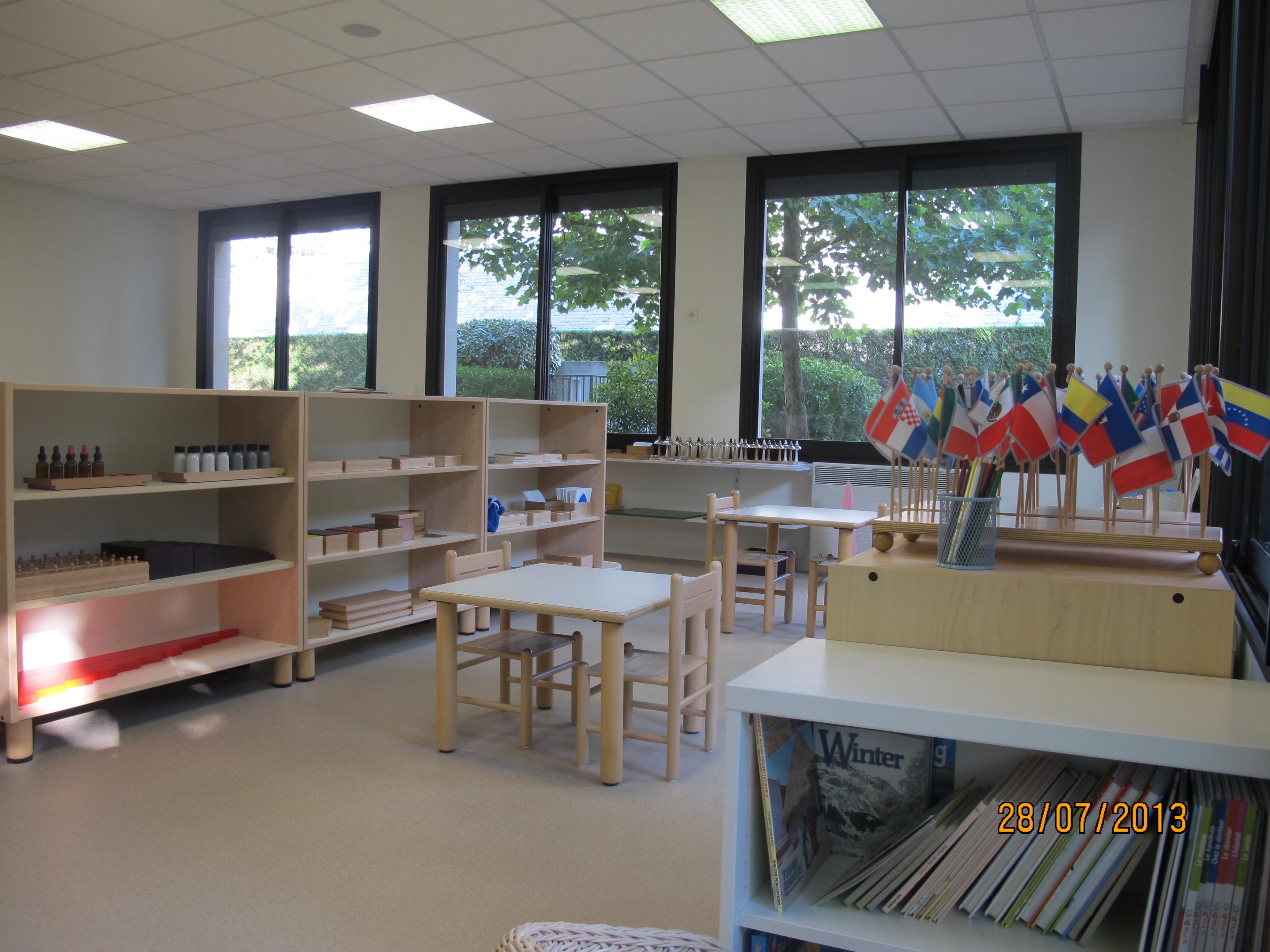 classe 3-6 ans drapeaux et matériel montessori ecole bilingue Beautiful Minds