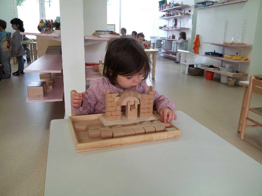 jeu de construction montessori - ecole petite section Beautiful Minds