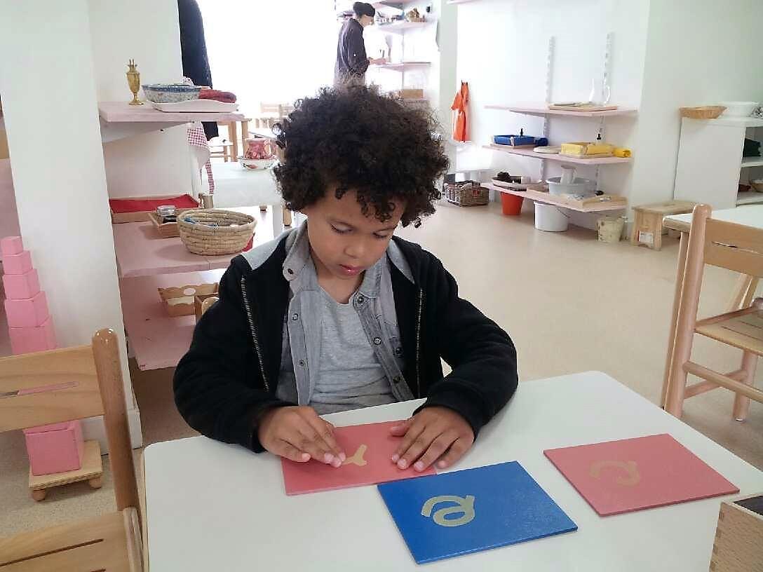 Activité Montessori - enfant 3-6 ans - lettres - école petite section Beautiful Minds
