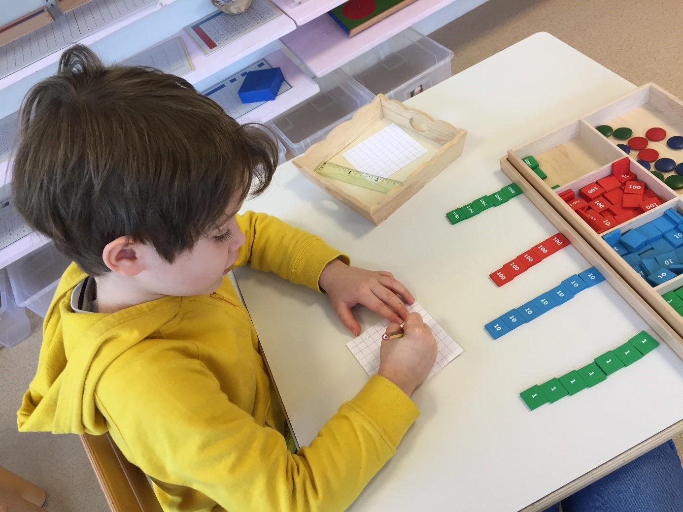 activité montessori calcul Beautiful Minds école bilingue Montessori