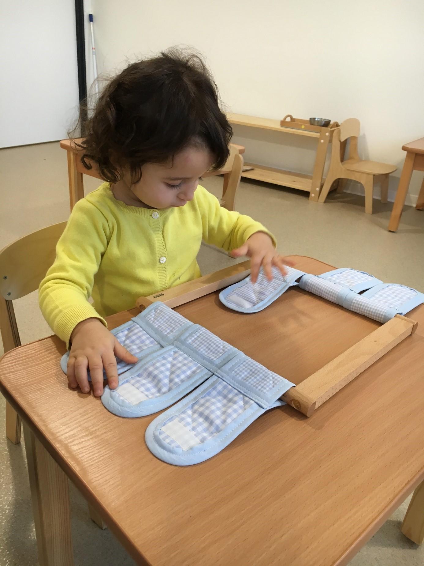 Ecole maternelle Montessori activité sensorielle Beautiful Minds